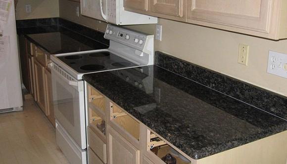 sapphire-brown-kitchen